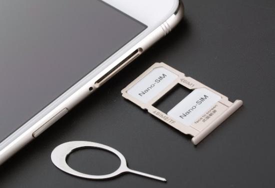 Bạn nên thử tháo rồi lắp lại SIM trên máy